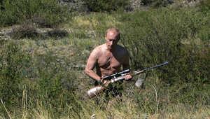 بالصور: نهاية أبرز معارضي بوتين.. بين القبر والسجن والمنفى