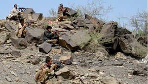 جنود يمنيون في وضع قتالي ضد الحوثيين شمال صعده بعد عرض هدنه مشروطة لوقف القتال منها التعهد بعدم مهاجمة السعودية، 31 يناير/ كانون الثاني 2010