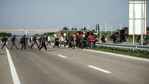 بالصور... معاناة اللاجئين السوريين في أوروبا