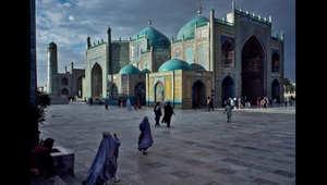 المسجد الأزرق في مزار شريف، عام 1992.