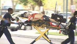 شاهد.. نقل المصابين إثر إطلاق النار بمطار