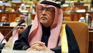 العاهل السعودي يعفي الوزير عبدالعزيز خوجة من منصبه بعد ساعات على إغلاق قناة فضائية