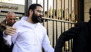 علاء عبد الفتاح في قاعة المحكمة