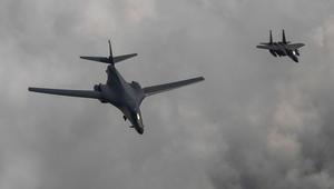 بيونغ يانغ تحذر أمريكا: سنسقط طائراتها حتى قبل دخولها أجوائنا