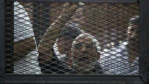 محمد بديع بقفص الاتهام اثناء جلسة محاكمة