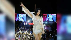 استعراض هيفاء وملابسها أثارا جدلا واسعا على مواقع التواصل