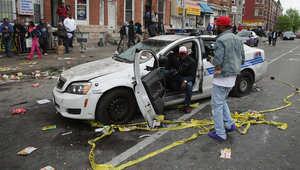 أمريكا: إعلان حال الطوارئ في بالتيمور بعد مصادمات عنيفة تشبه أحداث فيرغسون بسبب مقتل شاب أسود