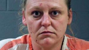 كان محاطاً بالبراز وبلغ وزنه 13 كيلوغراماً فقط.. الشرطة الأمريكية: أم حبست طفلها في الحمام لمدة عام على الأقل