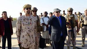 خلفان: هادي يدعم الإخوان ضد التحالف العربي.. وقرقاش يرد على النفيسي