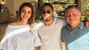"""الملك عبد الله يستضيف """"حبيب الملح"""" ويعيد تمثيل """"حركته"""" الأيقونية"""