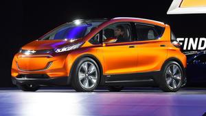 """السباق مستمر بين """"تسلا"""" و""""GM"""" بعالم السيارات الكهربائية"""