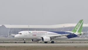 الصين تستعد لأول اختبار لطائرة ركاب من صنعها تضاهي منافساتها بالغرب