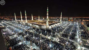 بالصور.. صلاة العشاء والتراويح بمكة والمدينة ليلة 27 رمضان.. والسعودية: 750 ألفا بالمسجد النبوي