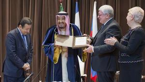 العاهل السعودي في معهد موسكو: أنا الآن الدكتور سلمان