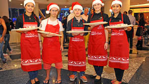 كعكة عملاقة تجمع أكثر من 14 ألف دولار لجهات خيرية في دبي