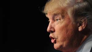 """كلينتون: ترامب يؤجج """"جنون الشك والاضطهاد والتعصب"""" تجاه المسلمين"""