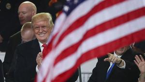 محامون بينهم مقربون من أوباما وبوش يقاضون ترامب لانتهاك الدستور