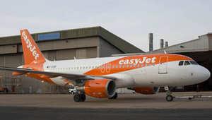 """كتابات بـ""""العربية"""" على جسم طائرة مدنية بريطانية في فرنسا يثير قلقا"""