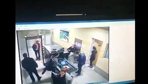 لحظة عبور خاطف الطائرة المصرية بوابات الأمن بالمطار