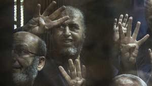 """ابنة الشاطر تعتبر تهمة التخابر مع حماس """"فخر"""".. ونجل مرسي يسخر بـ""""احنا اترعبنا"""" وتحذيرات من """"أبواب الشر"""""""