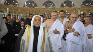 شاهد.. أردوغان يؤدي مناسك العمرة