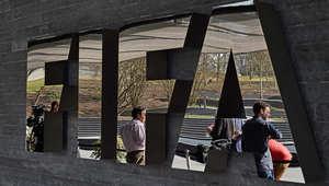 سويسرا تعتقل 6 من كبار مسؤولي الفيفا بمذكرة توقيف أمريكية بتهم رشوة وفساد بينهم نائب بلاتر