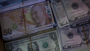 الليرة التركية تدفع ثمن المشاحنات بين واشنطن وأنقرة