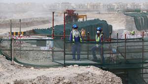 قطر تتهم صحيفة أمريكية بتشويه الإحصائيات وتطالبها بالاعتذار بعد تقرير يتوقع وفاة 4 آلاف عامل قبل كاس العالم