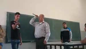 صورة مأخوذة من فيديو نشر على فيسبوك لمدرس يضرب طلابه