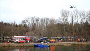 صورة من عمليات الإنقاذ بعد حادث التصادم