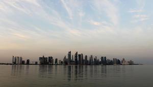 فيتش تخفض تصنيف قطر مع نظرة سلبية.. وتتوقع انخفاض صافي الأصول الأجنبية