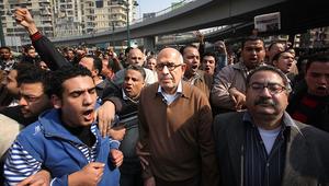 البرادعي: قادة بالمجلس العسكري بمصر أكدوا لي خطأهم بعقد استفتاء مارس.. ومرسي طلب مساعدتي