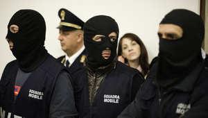 """إيطاليا: اعتقال زعيمين بـ""""المافيا"""" أحدهما فار منذ العام 1998 بمخبئ تحت الأرض"""