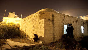 إسرائيل: فلسطينيون يضرمون النار بمجمع يأوي ضريح النبي يوسف في نابلس