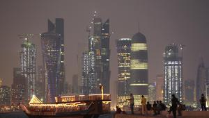 """بعد تخفيض التصنيف السيادي.. """"موديز"""" تخفض تصنيفات شركات حكومية كبيرة في قطر"""