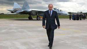 """شاهد.. إمام الحرم المكي السابق يعيد نشر فيديو بعنوان """"روسيا تبيد قرية بسوريا بقنابل عنقودية"""" معلقا: سيهلك بوتين كما هلك ستالين ولينين"""