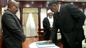 البشير يعين أول رئيس وزراء للسودان منذ 28 عاما: اختيار صالح جاء بتوافق القوى السياسية
