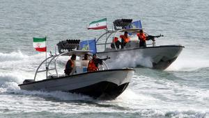 البحرية الأمريكية تطلق طلقات تحذيرية نحو زورق إيراني في الخليج