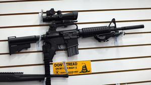 """استخدمها منفذ هجوم أورلاندو.. لماذا تعد بندقية """"AR-15"""" الأكثر استخداما في عمليات إطلاق النار بأمريكا؟"""