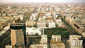 """وزارة الإسكان السعودية تفرض 2.5% رسوما على """"الأراضي البيضاء"""".. ومغردون: قيمتها 3.75 تريليون ريال"""