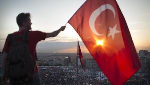 """بين موقف القرضاوي ودعوة الأتراك لمواصلة الرباط بالميادين.. وخلفان بأن """"أردوغان صنع بيئة للإرهابيين"""" شاركنا موقفك"""