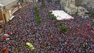 معارضو الرئيس المصري المعزول محمد مرسي يرددون هتافات خلال مظاهرة تدعو إلى الإطاحة به في الإسكندرية في 30 يونيو 2013