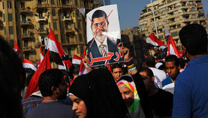 """نجل مرسي في ذكرى 3 يوليو: قوات """"الانقلاب"""" تمنع زيارة """"الرئيس"""".. والإخوان: العسكر """"خونة"""" والثورة مستمرة"""