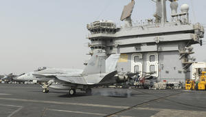 """هبوط اضطراري لمقاتلة أمريكية ينتهي بـ""""حادث بسيط"""" في مطار البحرين"""