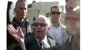 زيارة رئيس الوزراء الإسرائيلي أرئيل شارون إلى المسجد الأقصى التي تسببت في غشعال الانتفاضة الفلسطينية 28 سبتمبر/ أيلول 2000