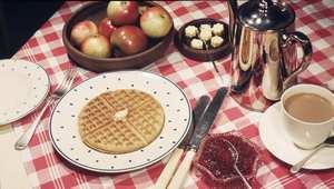 """""""الشاي مع الحليب"""" وتناول الفاكهة بعد الوجبات... """"ثنائيات"""" طعام """"كارثية"""" على الصحة"""