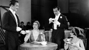 الشاي الساخن يرتبط بسرطان المريء لدى المدخنين