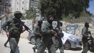 الشرطة الإسرائيلية: العثور على قنبلتي أنابيب ورصاص مسدسات في غارة على متجر بالقدس