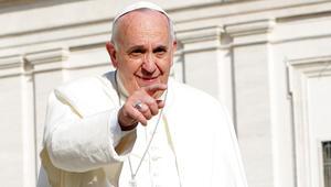 """البابا فرانسيس يصف تعليم الهويّة الجنسية في المدارس بـ""""الاحتلال الأيديولوجي"""""""