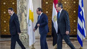 السيسي يرحب بالرئيس القبرصى نيكوس اناستاسيادس ورئيس الوزراء اليوناني انطونيوس ساماراس قبل اجتماع في القاهرة في نوفمبر 2014